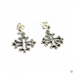 Boucles d'oreilles type bouche-trous pendants croix occitane en argent massif