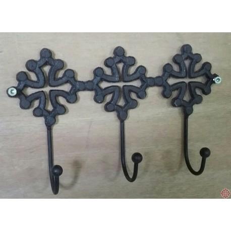 Patère fonte 3 crochets décor croix occitanes