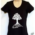 T-shirt Femme Arbre en occitan coloris noir, col V.