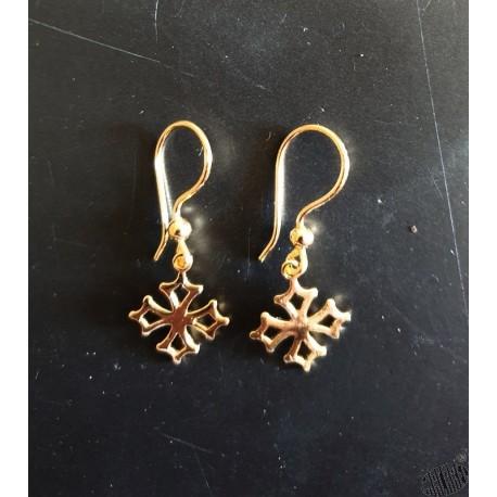 Boucles d'oreilles croix occitane en plaqué or forme dormeuse