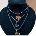 chaînes et colliers fantaisie avec pendentif croix occitane